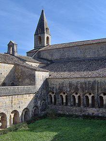 220px-Cloister,_Abbaye_du_Thoronet,_Le_Thoronet
