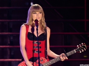 2013_CMT_Music_Awards_-_Show-600x450